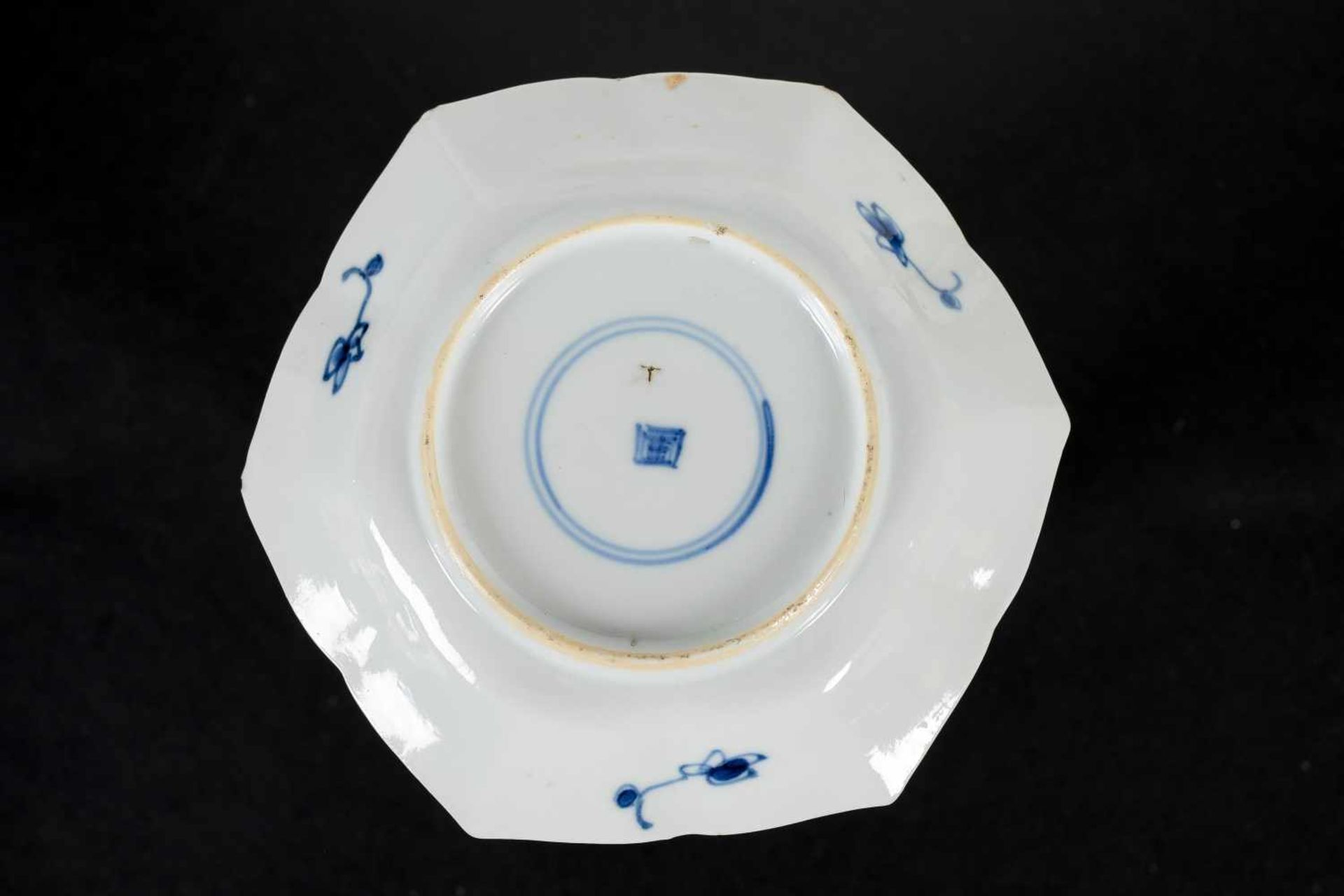 A set of three hexagonal blue and white porcelain cups with saucers, decorated with ducks, flowers - Bild 4 aus 12