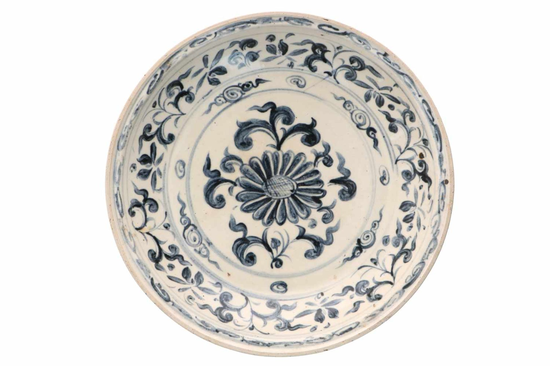 A blue and white porcelain deep charger, decorated with flowers. Unmarked. Vietnam (Annam), 15th/