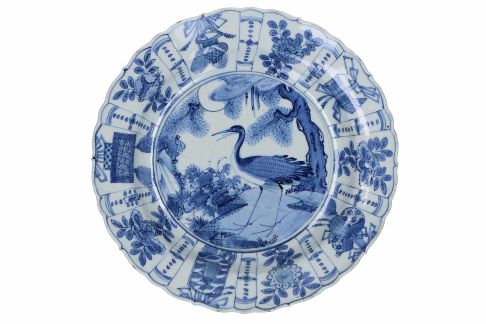 A blue and white 'kraak' porcelain dish, decorated with a bird. Unmarked. China, Wanli.