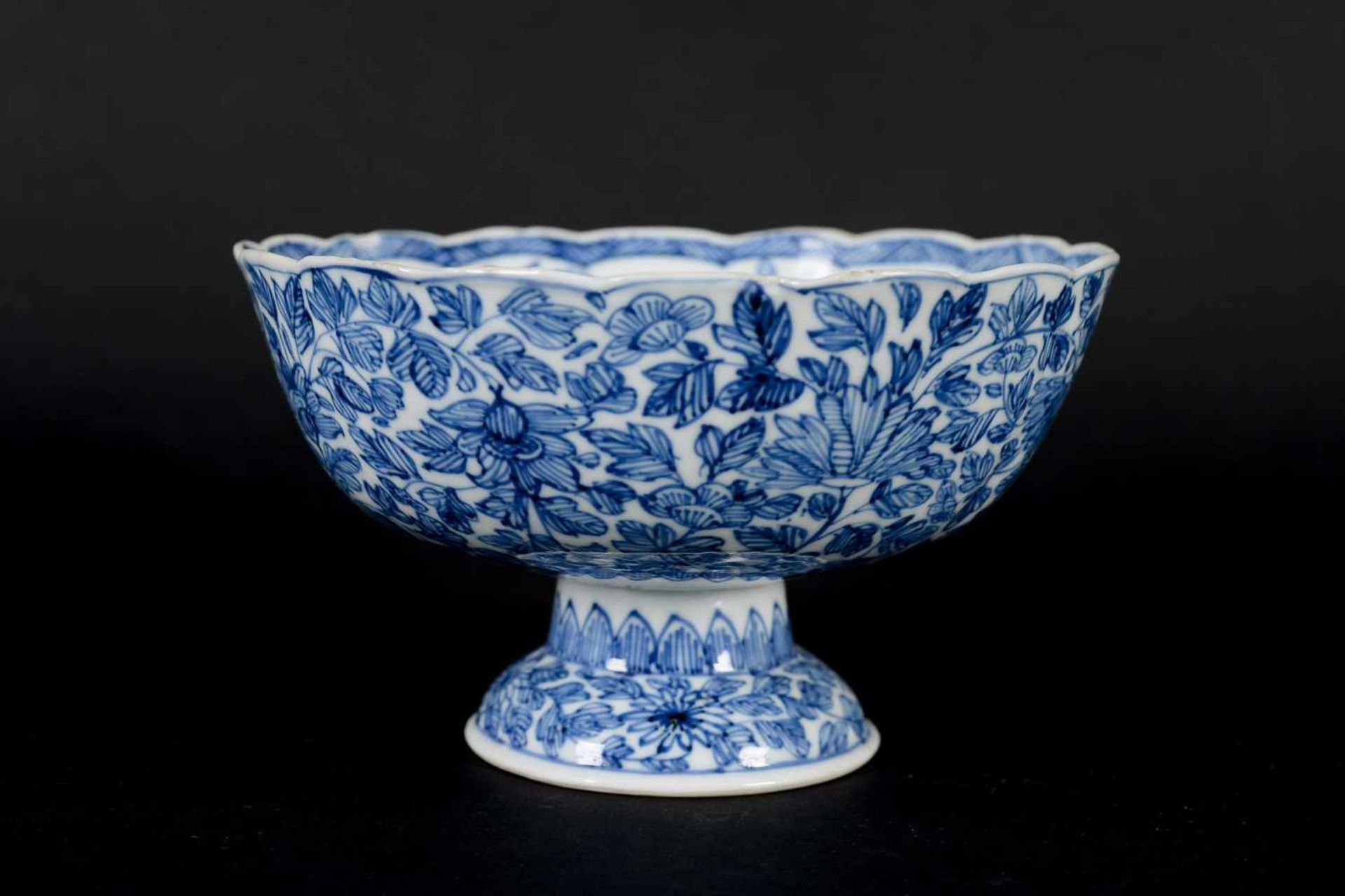 A pair of blue and white porcelain tazzas, decorated with flowers. Marked with symbol. China, - Bild 9 aus 14