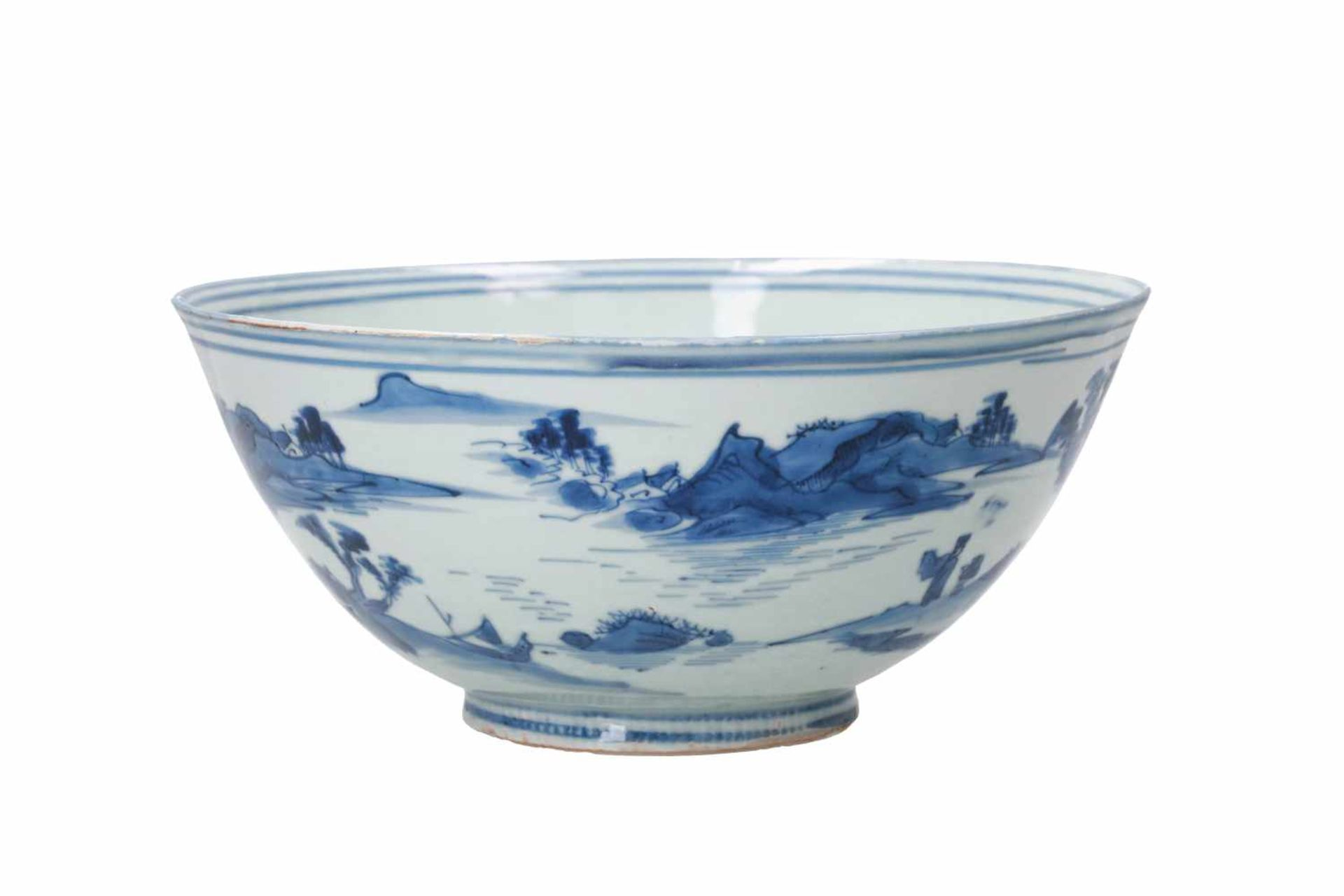 A blue and white porcelain bowl, decorated with figures playing a game of Go in a mountainous - Bild 4 aus 6