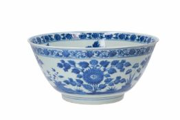 A blue and white porcelain bowl, decorated with flowers. Unmarked. China, Kangxi.