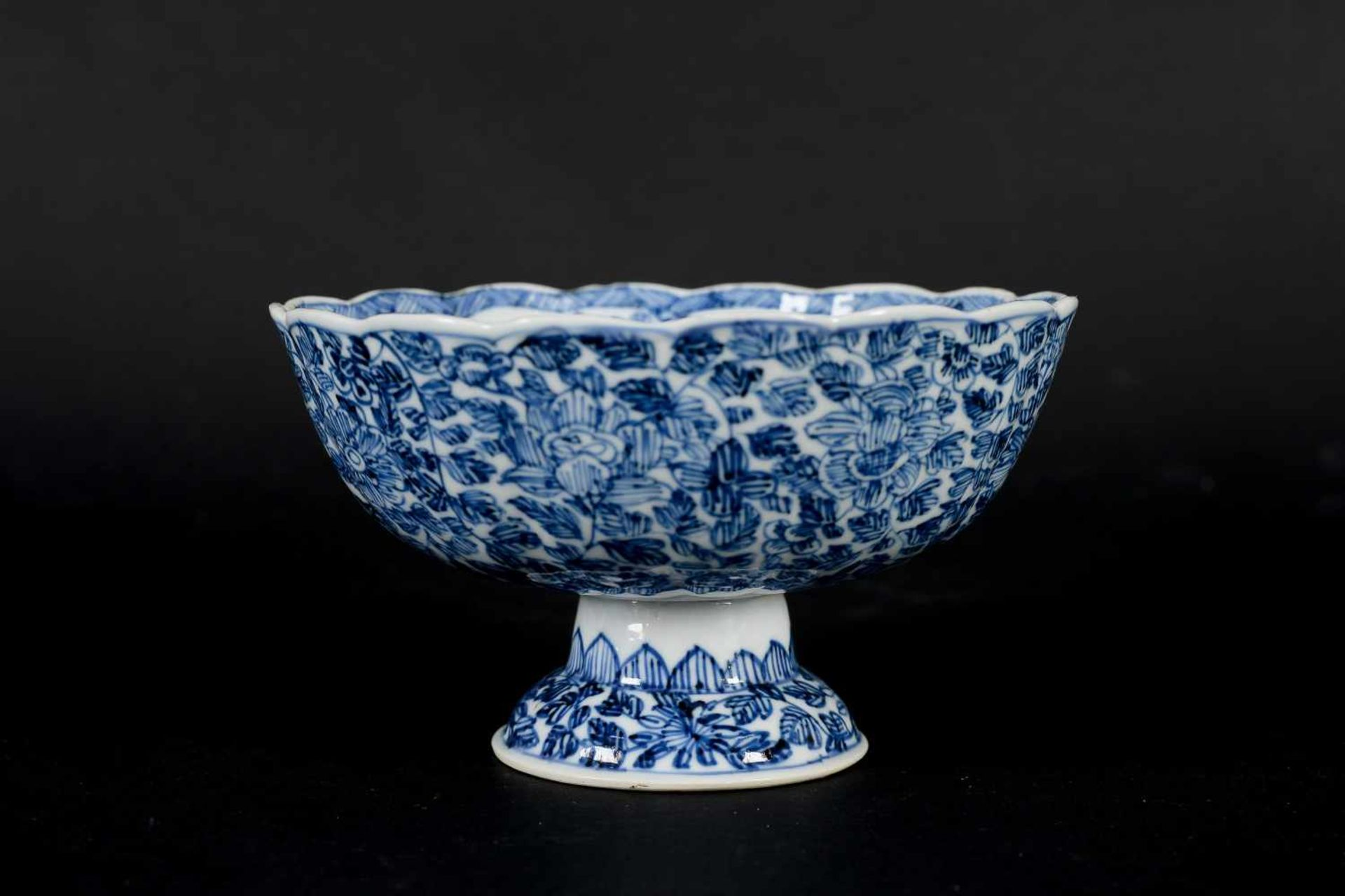 A pair of blue and white porcelain tazzas, decorated with flowers. Marked with symbol. China, - Bild 12 aus 14