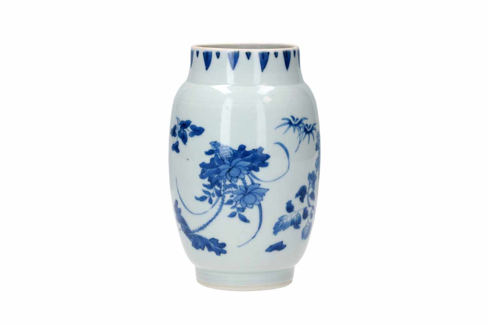 A blue and white porcelain jar, decorated with flowers. Unmarked. China, Transition.
