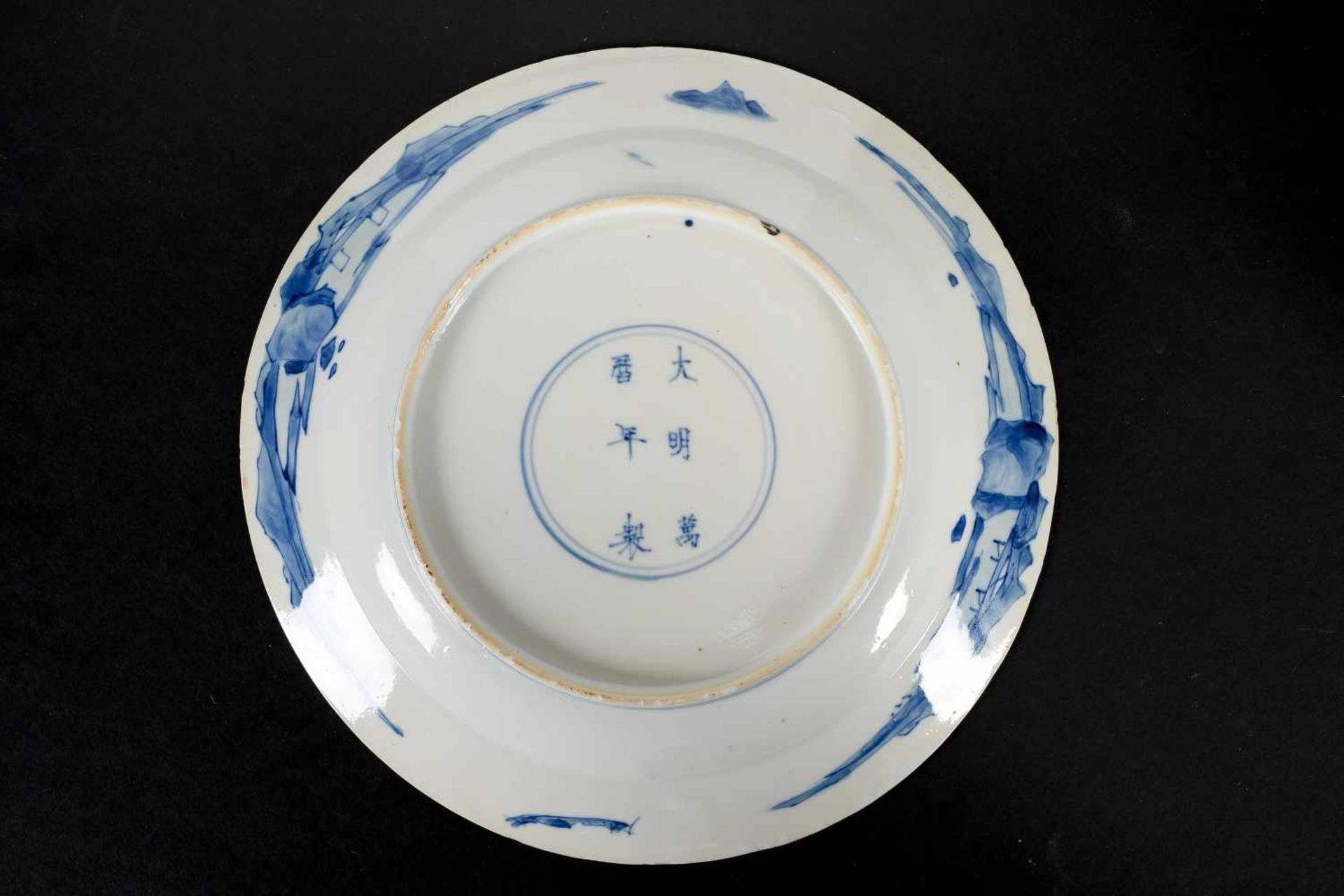 Lot of two blue and white porcelain dishes, decorated with long Elizas. Marked with 6-character - Bild 5 aus 7