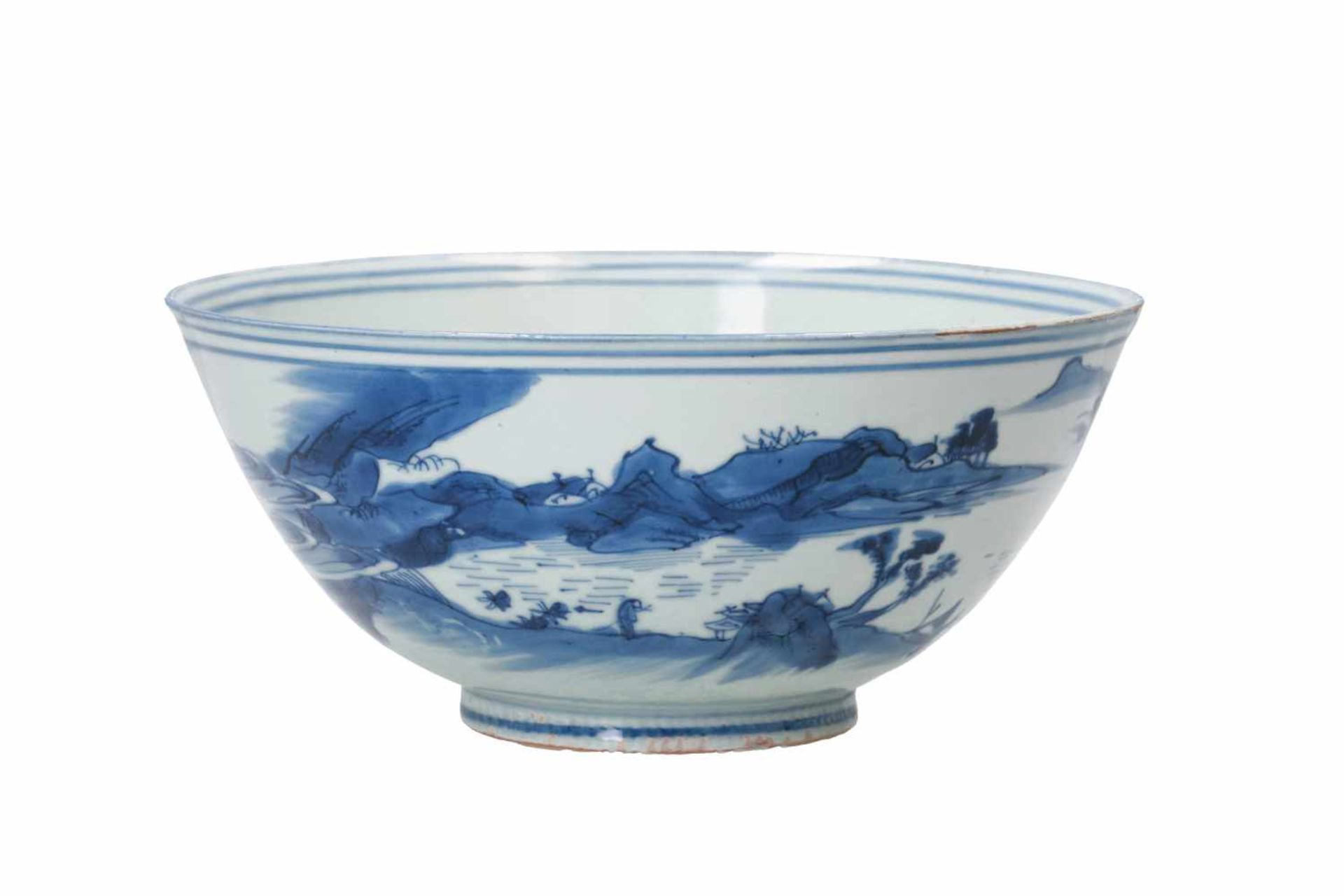 A blue and white porcelain bowl, decorated with figures playing a game of Go in a mountainous - Bild 3 aus 6