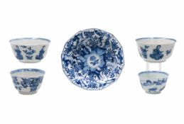 A lot of blue and white porcelain objects, including 1) a pair of cups, decorated with sitting