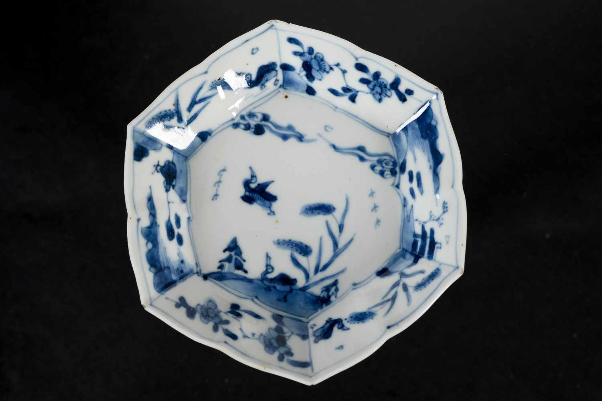 A set of three hexagonal blue and white porcelain cups with saucers, decorated with ducks, flowers - Bild 5 aus 12