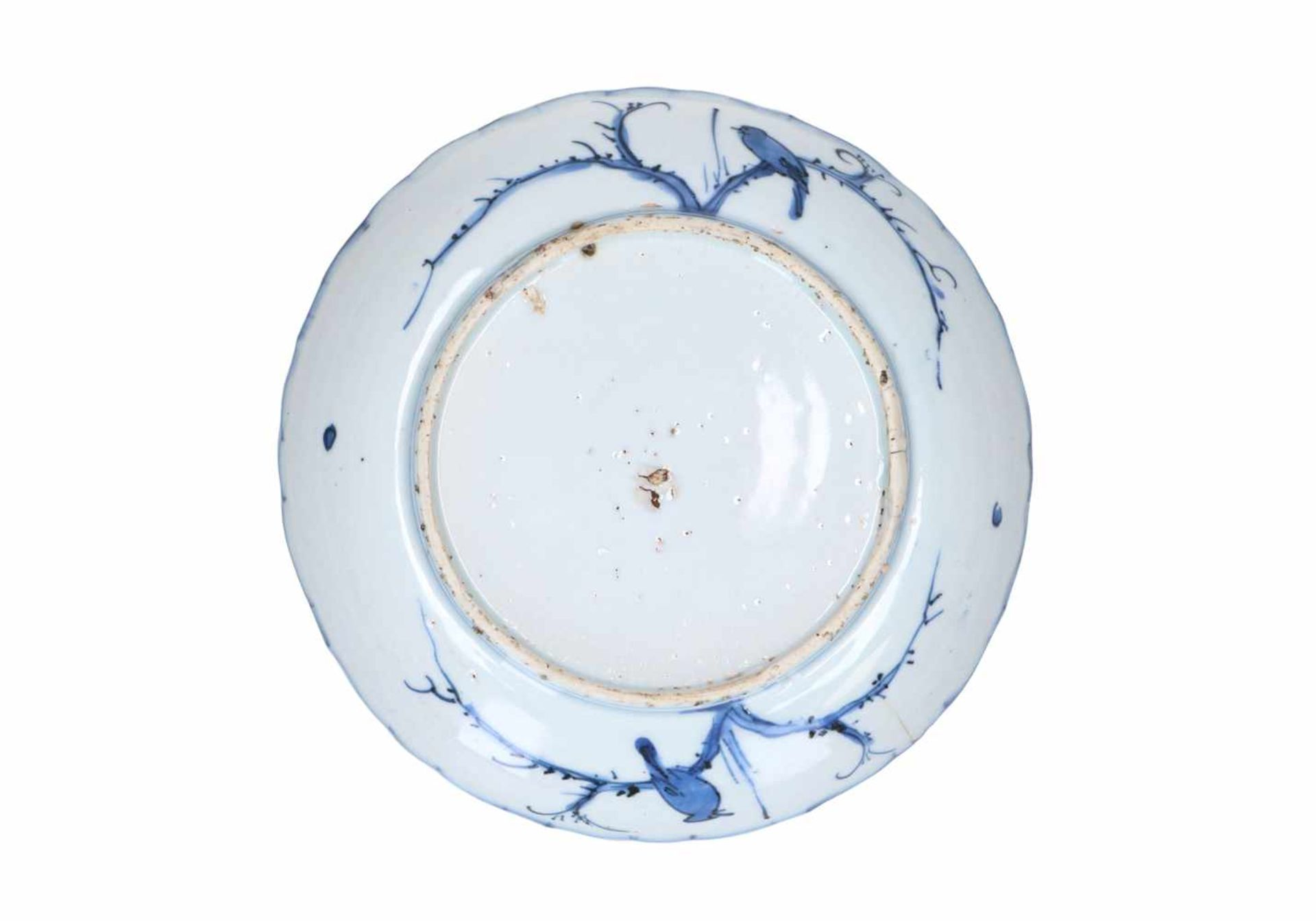 A blue and white 'kraak' porcelain deep dish, decorated with deer, birds and flowers. Unmarked. - Bild 2 aus 5