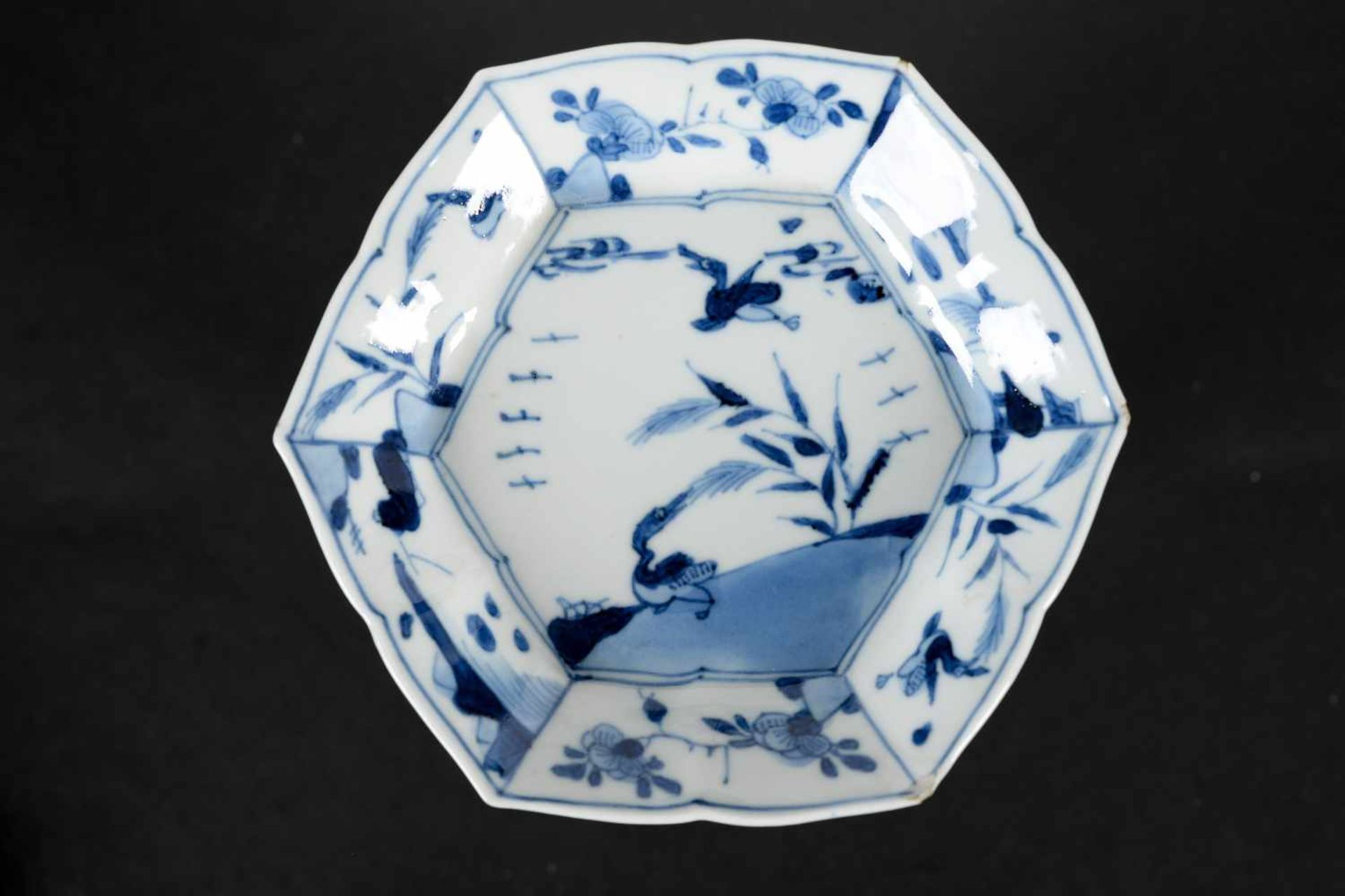 A set of three hexagonal blue and white porcelain cups with saucers, decorated with ducks, flowers - Bild 2 aus 12