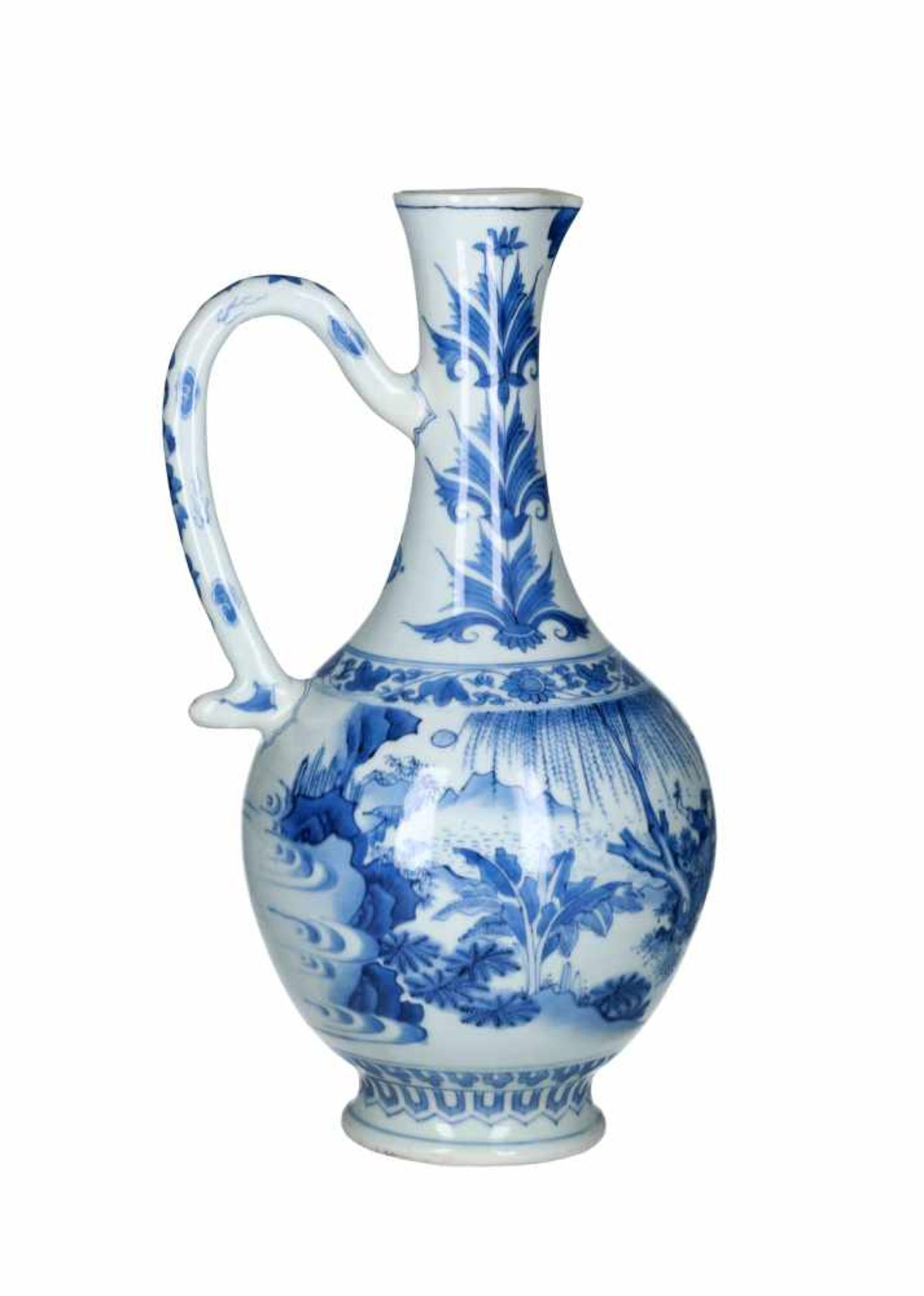 A blue and white porcelain jug, decorated with figures, a river landscape and flowers. Unmarked. - Bild 2 aus 9