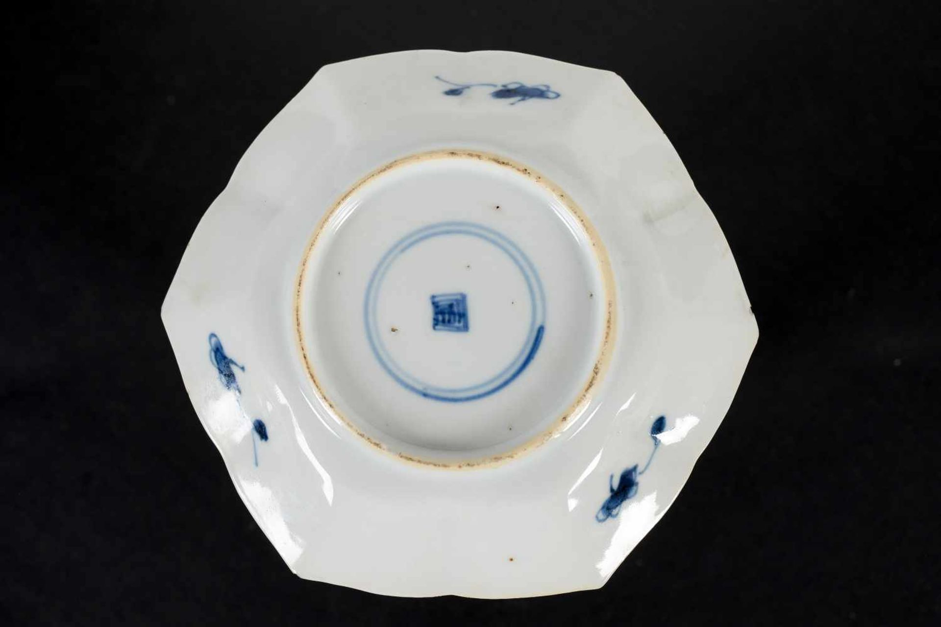 A set of three hexagonal blue and white porcelain cups with saucers, decorated with ducks, flowers - Bild 6 aus 12