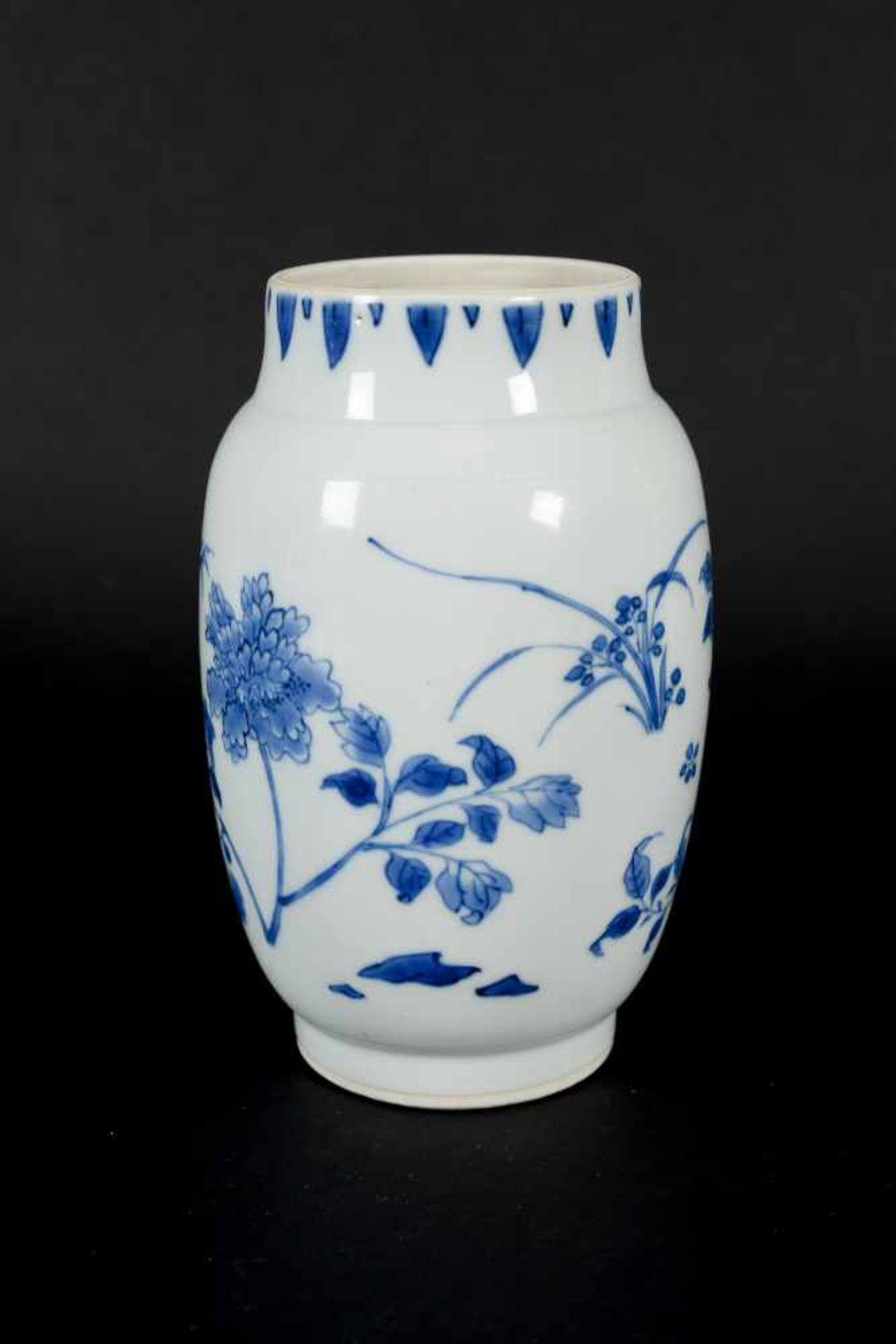 A blue and white porcelain jar, decorated with flowers. Unmarked. China, Transition. - Bild 5 aus 7