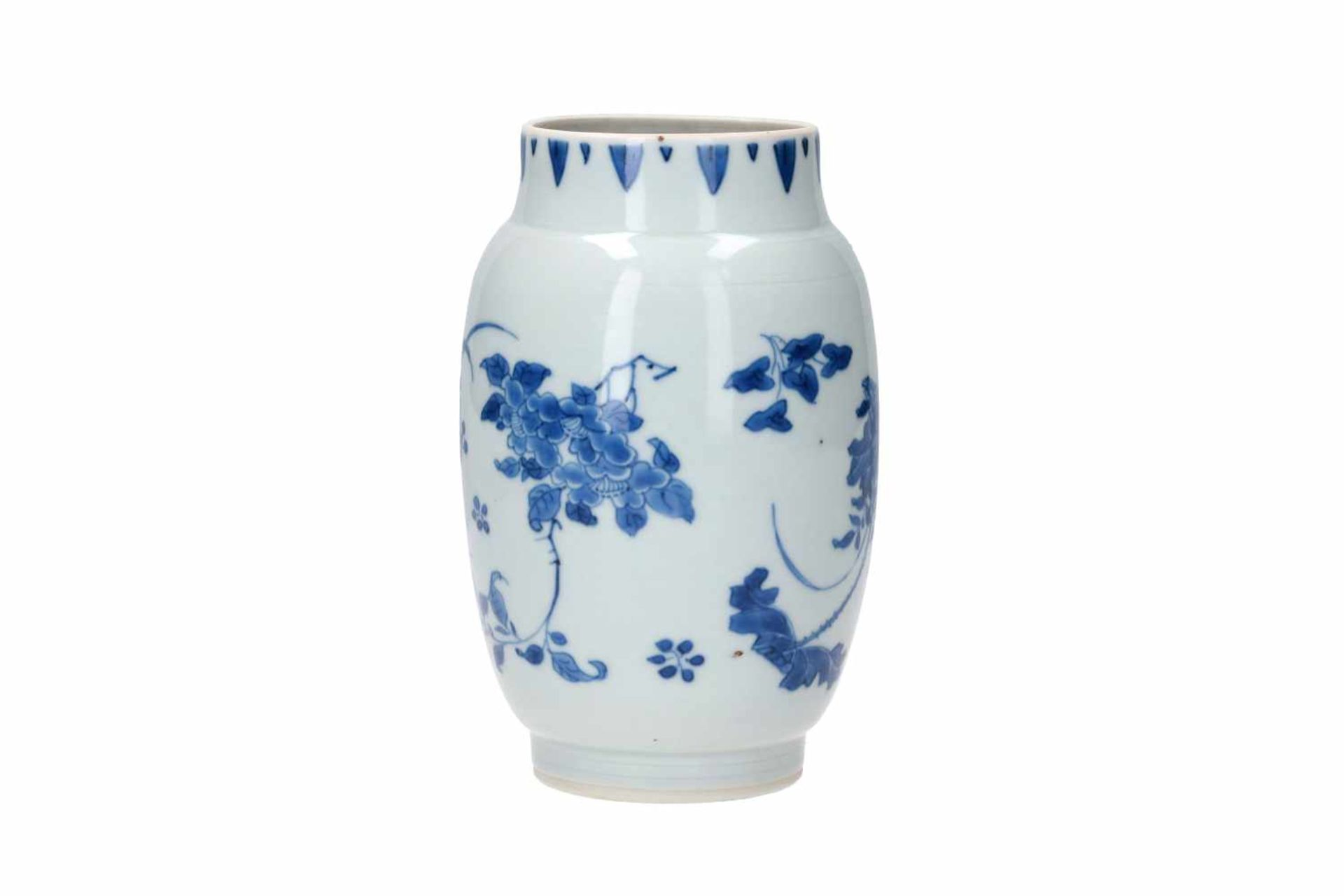 A blue and white porcelain jar, decorated with flowers. Unmarked. China, Transition. - Bild 4 aus 7