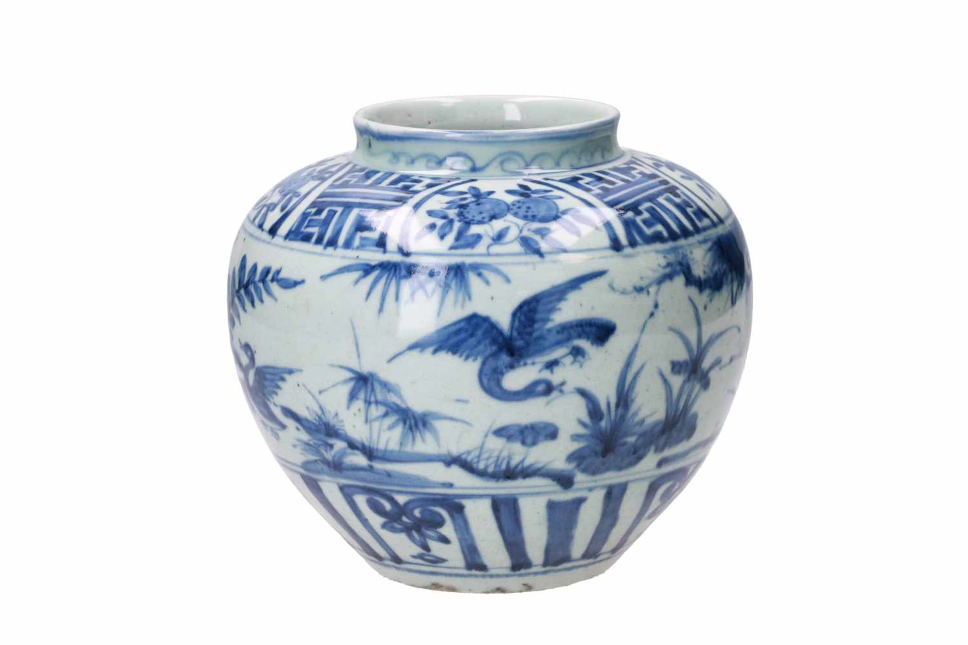 A blue and white porcelain jar, decorated with ducks, peaches and flowers. Unmarked. China, Wanli. - Bild 3 aus 7