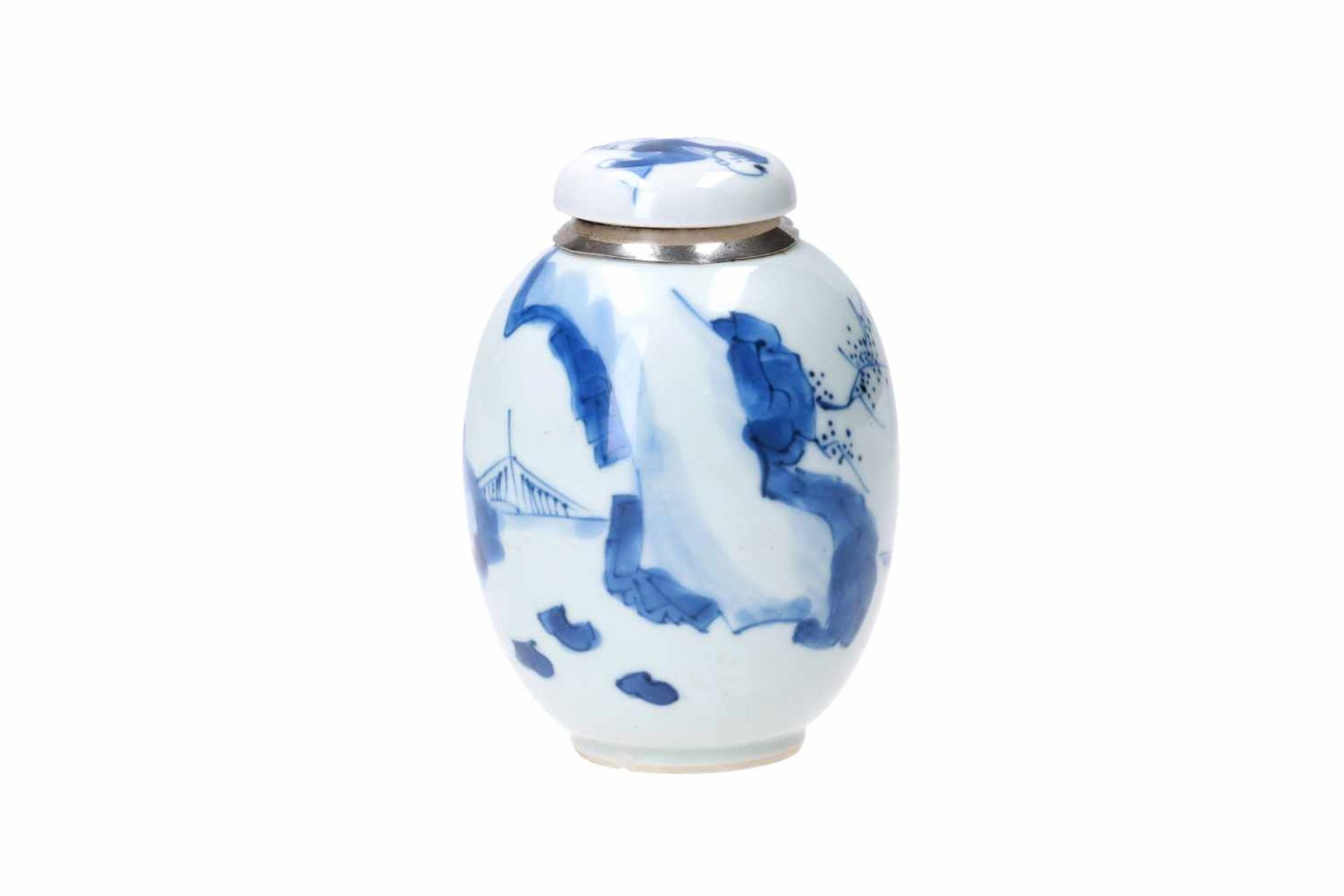 A blue and white porcelain lidded jar with later Dutch silver mounting, decorated with figures in - Bild 3 aus 11