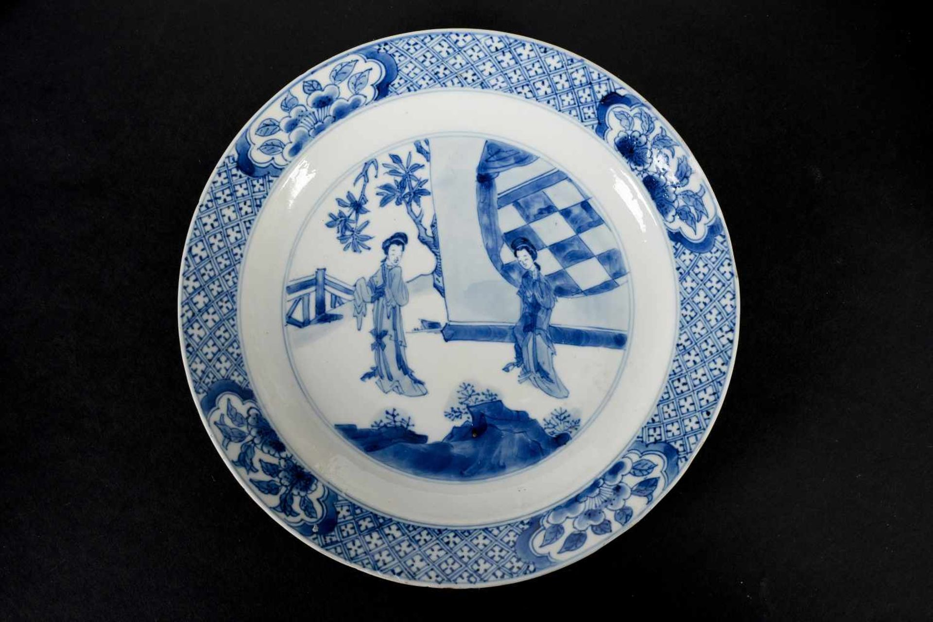 Lot of two blue and white porcelain dishes, decorated with long Elizas. Marked with 6-character - Bild 4 aus 7