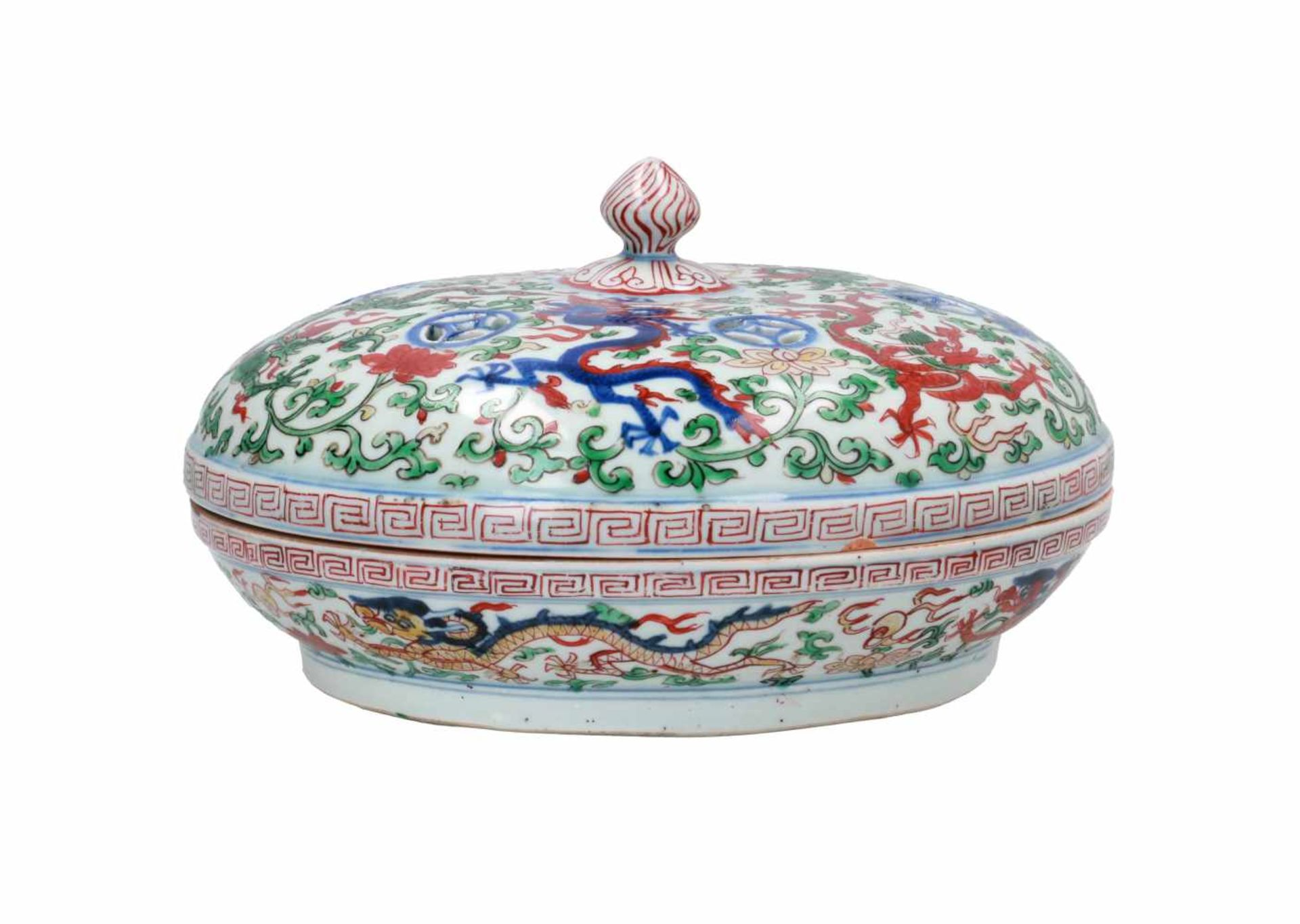A Wucai porcelain lidded bowl, decorated with dragons and flowers. The bowl with nine - Bild 3 aus 26