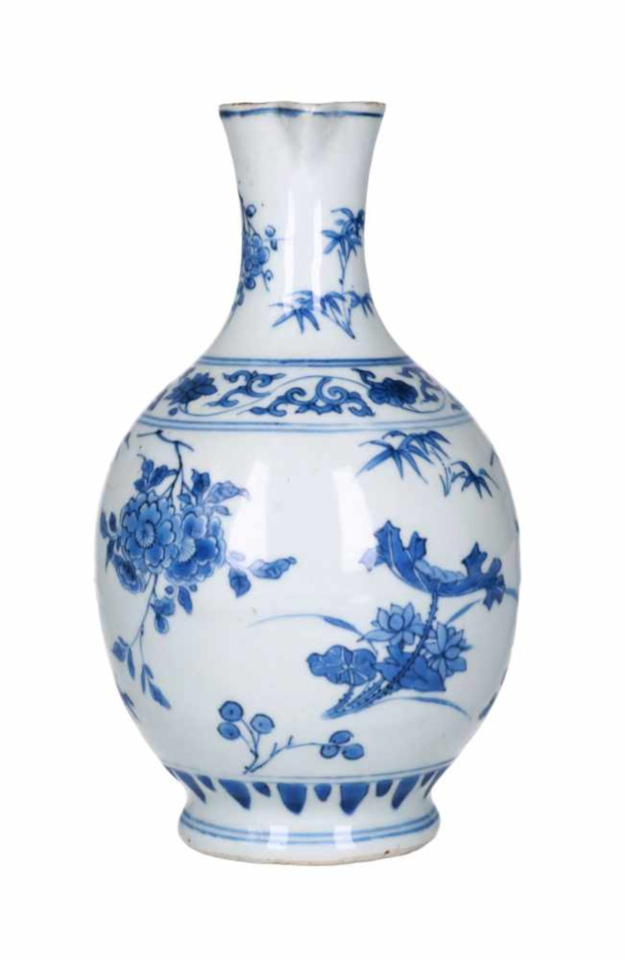 A blue and white porcelain jug with silver mounting, decorated with flowers. Unmarked. China, - Bild 4 aus 6