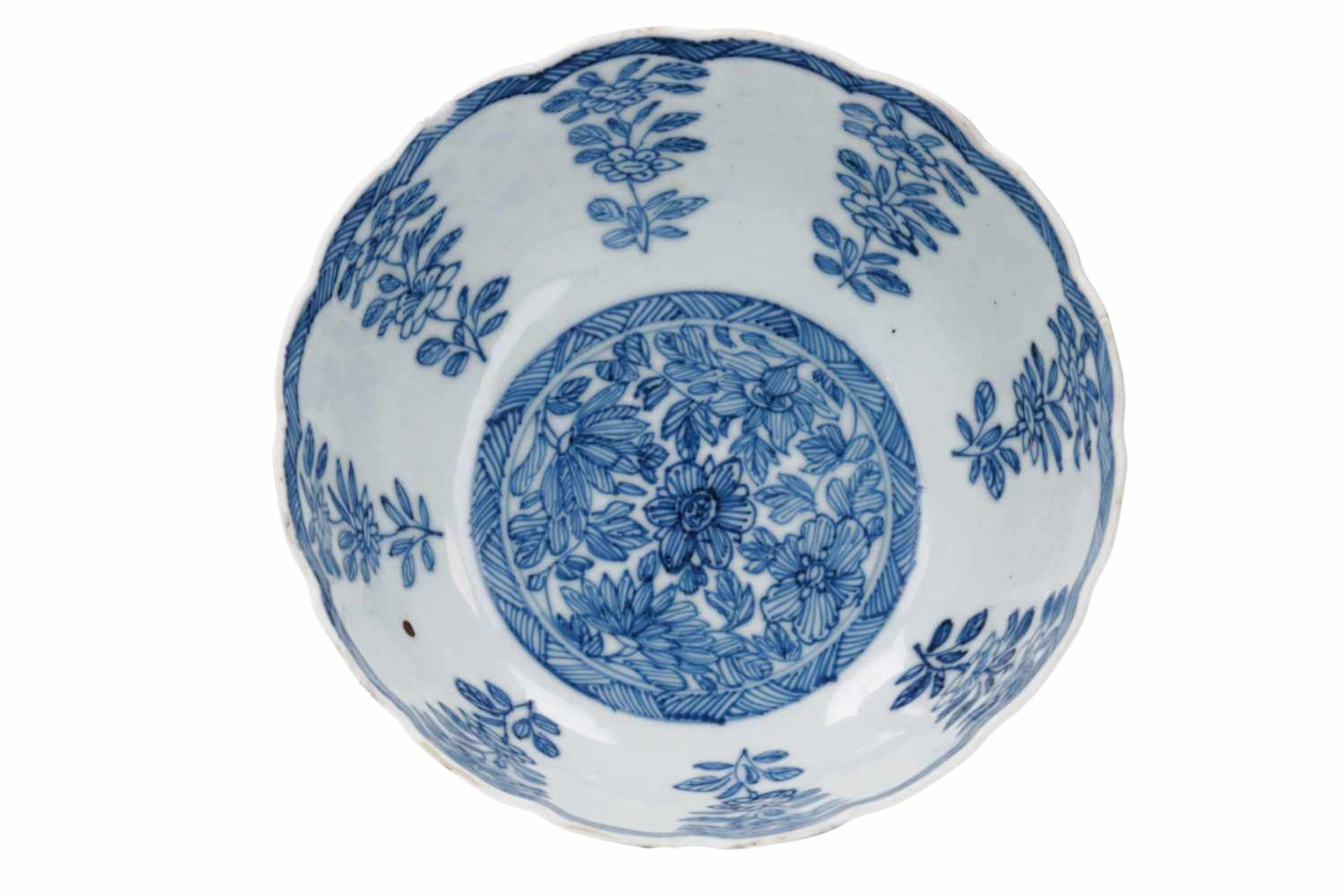 A pair of blue and white porcelain tazzas, decorated with flowers. Marked with symbol. China, - Bild 6 aus 14