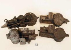4 alte Tür/Schrankschlösser<b