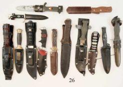 Konvolut 13 Kampf- und Jagdmesser