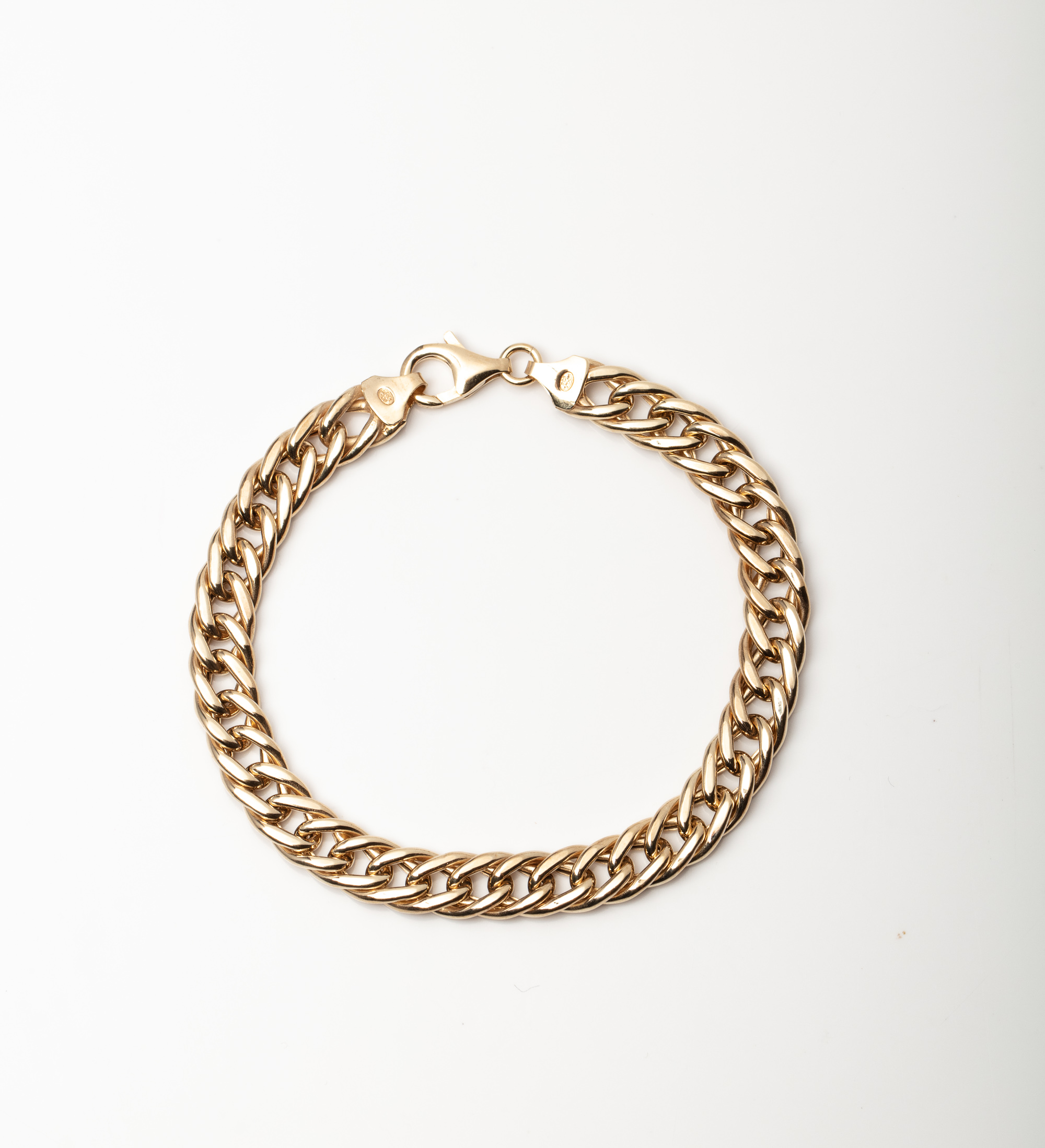 A 9CT GOLD AND SILVER BONDED CRUB BRACELET