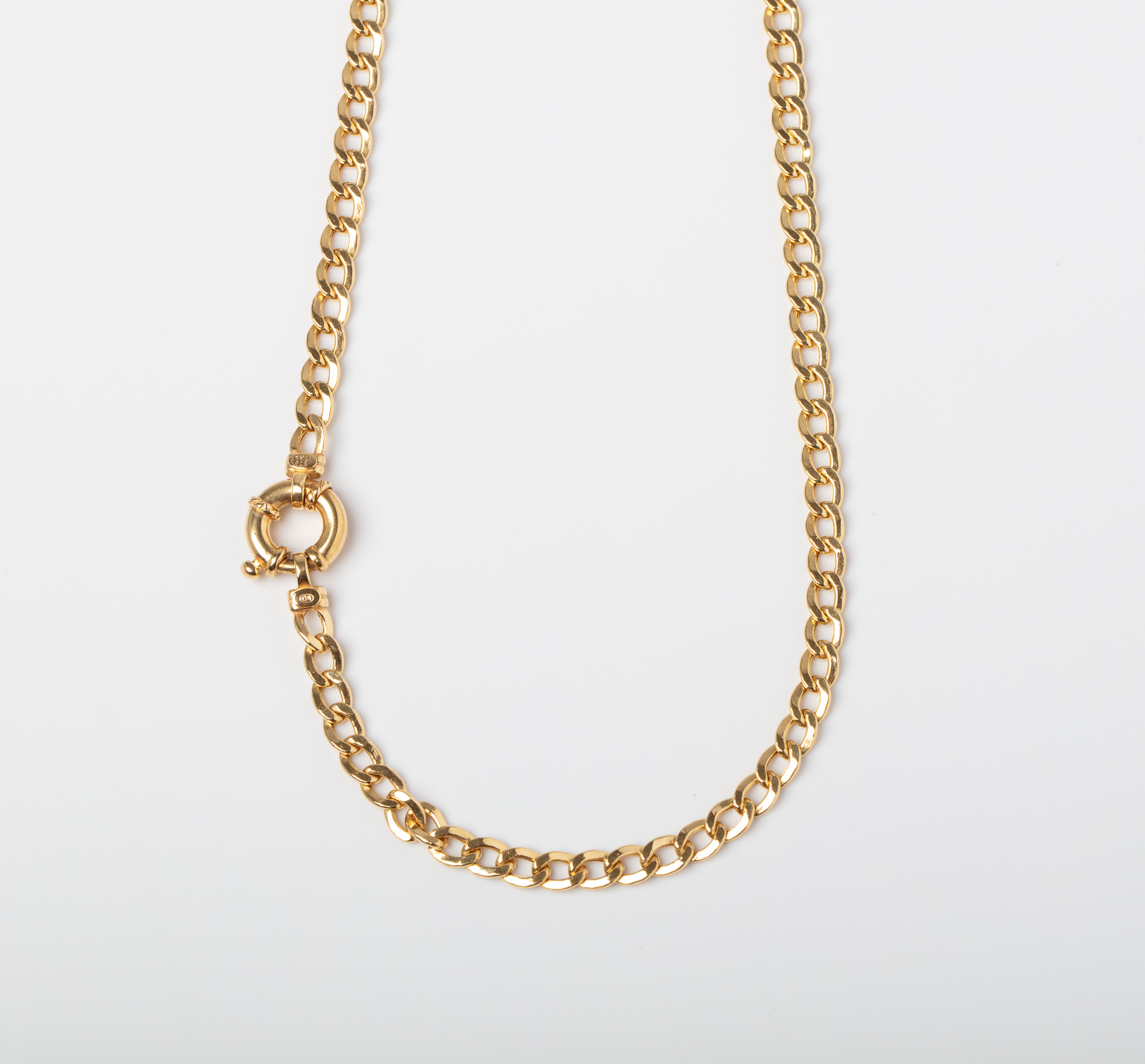 A 9CT GOLD CURB CHAIN WITH SIGNORETTI CLASP