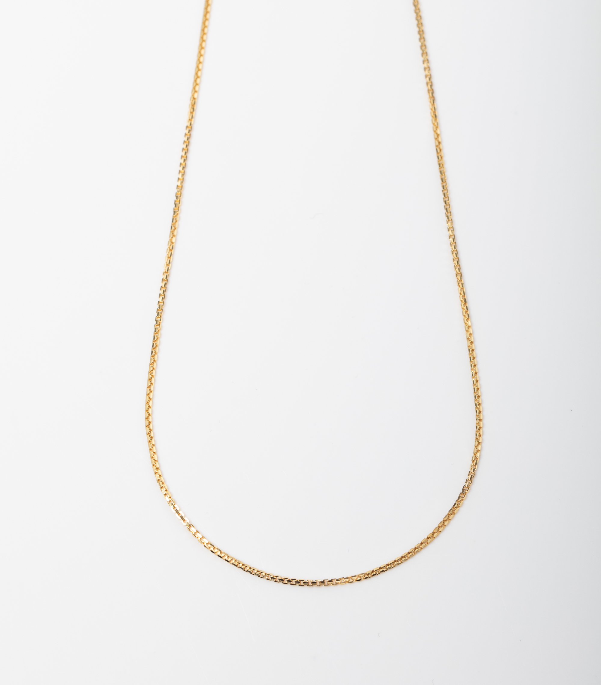A 9CT GOLD BOX CHAIN WITH WHITE GOLD PAVE DETAIL