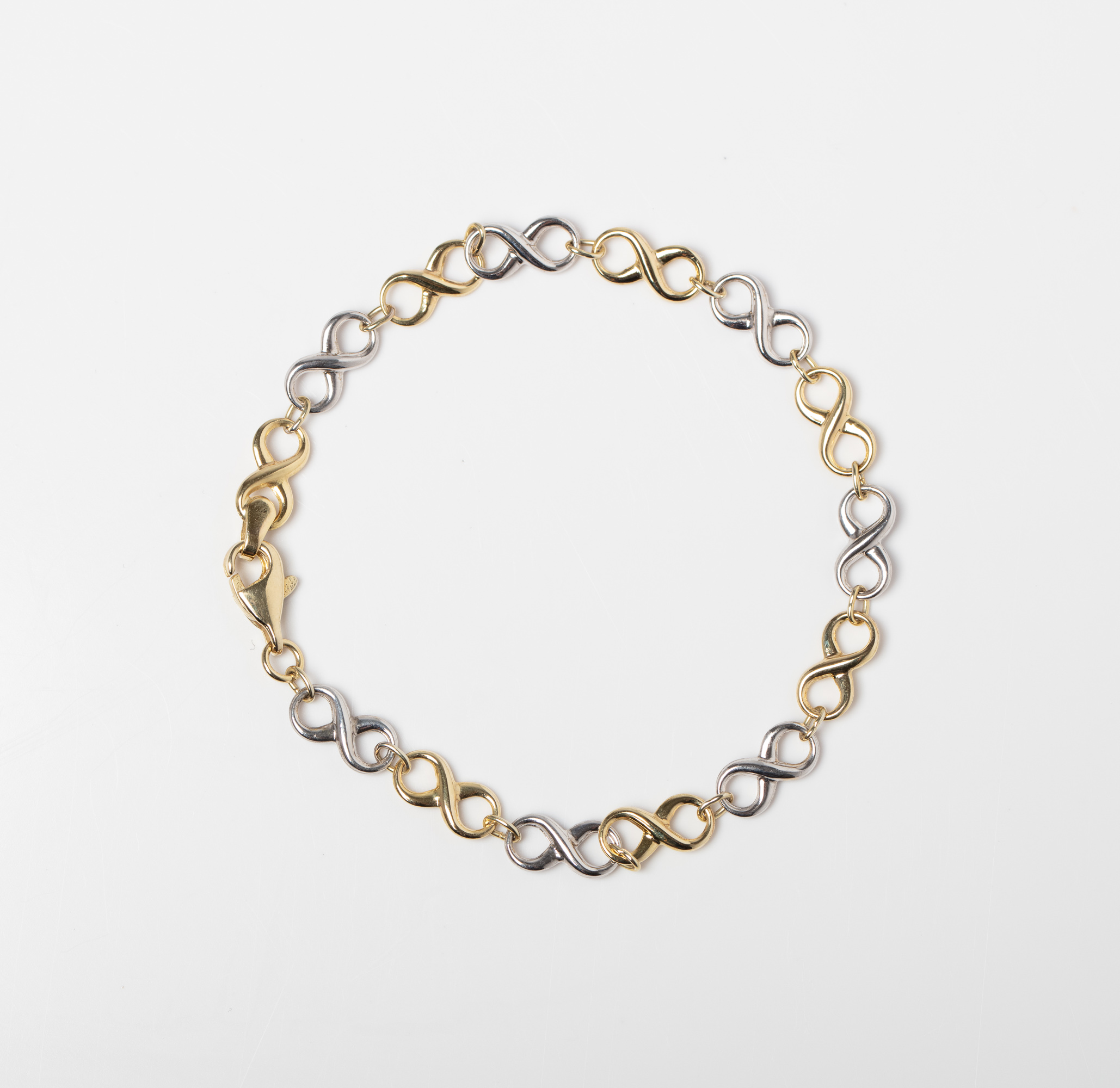 A 9CT & SILVER BONDED TWO TONE INFINITY BRACELET