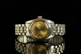 LADIES RODANIA WATERMAN DIVERS WRISTWATCH, circular gold dial with hour markers and silver hands,