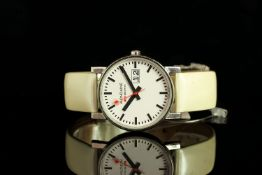 GENTLEMENS MONDAINE WRISTWATCH, circular white dial with black hour markers and minute track, date