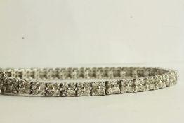 Diamond Clover Bracelet, set with 148 round brilliant diamonds