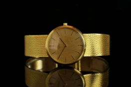 GENTLEMANS VINTAGE UNIVERSAL , round, gold dial and gold hands, gold baton markers,non date, 30mm