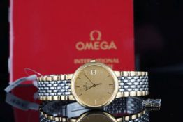 GENTLEMENS OMEGA DATE WRISTWATCH W/ GUARANTEE & SPARE LINKS, circular gold tapestry dial with gold