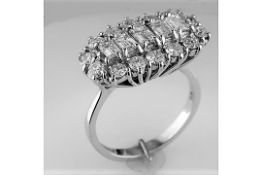 18CT WHITE GOLD DIAMOND CLUSTER RING ESTIMATED AS 2.2 CARAT TOTAL, a mix of five rectangular