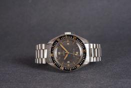 GENTLEMENS OMEGA SEAMASTER 300 WRISTWATCH REF. 165024-64, circular patina black dial with thin arrow