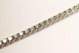 Diamond Tennis Bracelet, set with round brilliant cut diamonds totalling approximately 15.10ct, 4