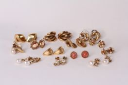 13 Pairs of 9ct earrings including, knots, pear set drops and hoops, most with butterfly backs 38g