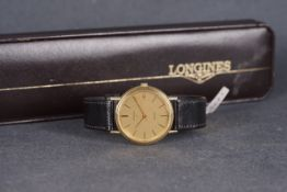 GENTLEMENS LONGINES QUARTZ 9CT GOLD WRISTWATCH W/ BOX, circular gold linen dial with stick hour
