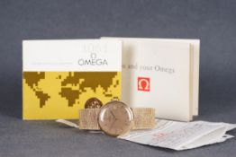 GENTLEMENS OMEGA AUTOMATIC DATE WRISTWATCH W/ PAPERS, circular gold dial with stick hour markers and
