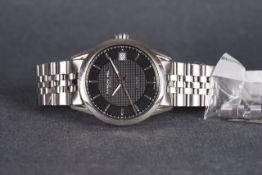 GENTLEMENS RAYMOND WEIL AUTOMATIC DATE WRISTWATCH W/ SPARE LINKS, circular two tone black dial