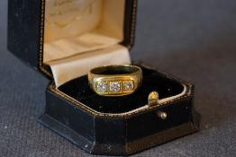 18CT GOLD THREE STONE DIAMOND RING W/ BOX, an 18ct gold ring set with three diamonds, the ring comes