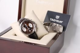 GENTLEMENS TAG HEUER GRAND CARRERA WRISTWATCH REF CAV511E W/BOX, PAPERS & SPARE STEEL BRACELET,