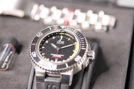 GENTLEMENS ORIS DIVING WRISTWATCH REF 7675 W/BOX, BOOKLETS & SPARE STEEL BRACELET, circular black