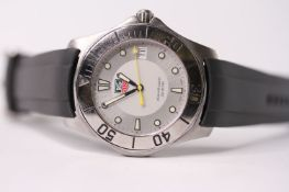 TAG HEUER AQUARACER REFERENCE WAB1111, silver dial, luminous dot hour markers, date aperture, yellow