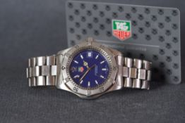 GENTLEMENS TAG HEUER DATE WRISTWATCH W/ GUARANTEE CARD, circular blue dial with luminous hour