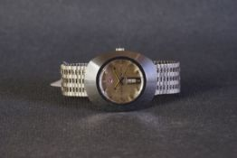 GENTLEMENS RADO DIASTAR DAY DATE WRISTWATCH, circular silver dial with sloped silver hour markers