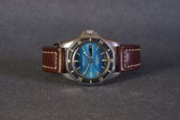 GENTLEMENS MARINE-STAR SELFWINDING DATE WRISTWATCH, circular two tone blue gradient dial with patina
