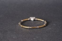 9CT YELLOW & WHITE GOLD BANGLE, a bangle produced in 9ct yellow and white gold, hinged edge,